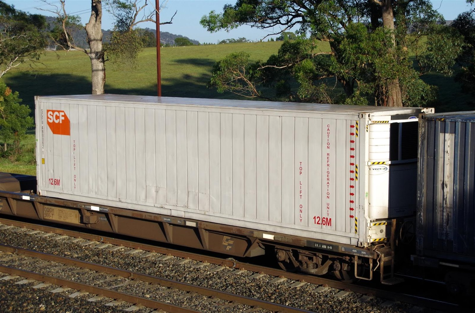 Tips to Select Shipping Containers with Premium Features